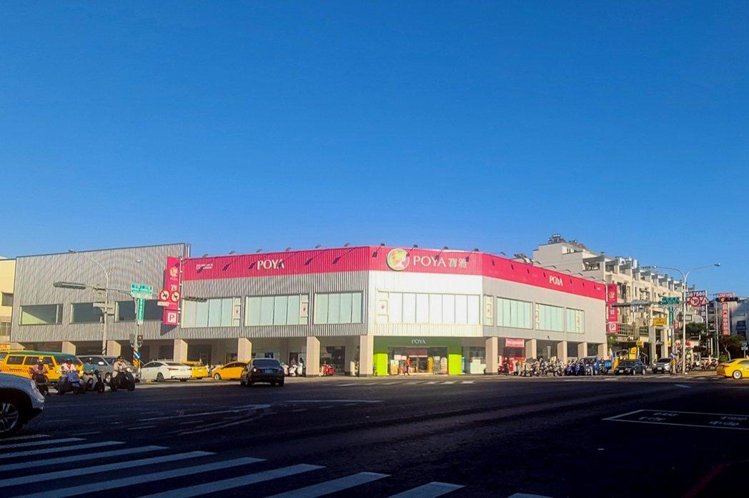 台南在地建商豪灑5.4億,帶租約買下中華西路二段與和緯路四段角窗店面。圖/台灣房...