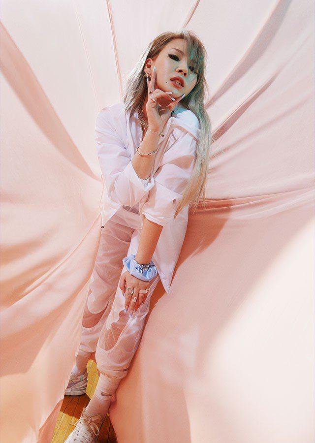 前女團2NE1的成員CL演繹Nike 「Play New」主題形象廣告。圖/摘自...