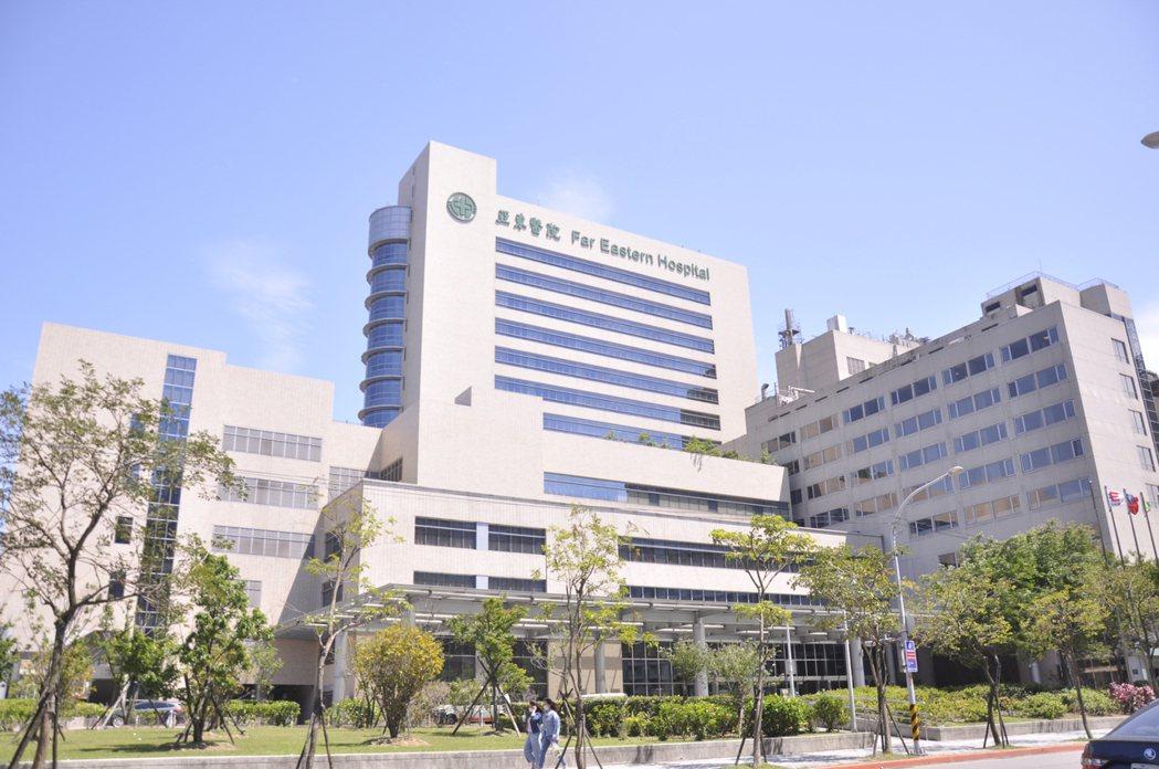 亞東醫院爆發院內感染,出現1名染疫者死亡。記者張哲郢/攝影
