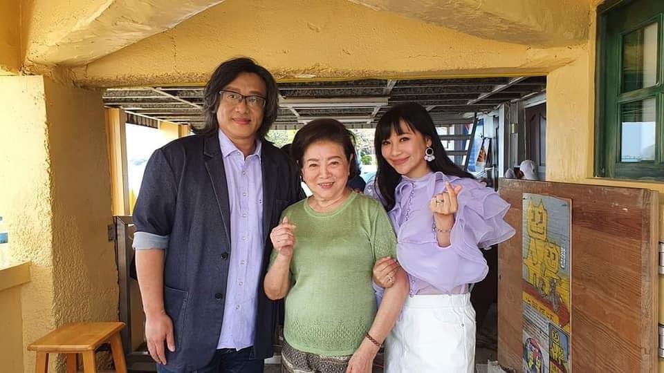 紫君(右起)發片,乾媽陳淑芳、施文彬跨刀助陣。圖/欣代唱片提供