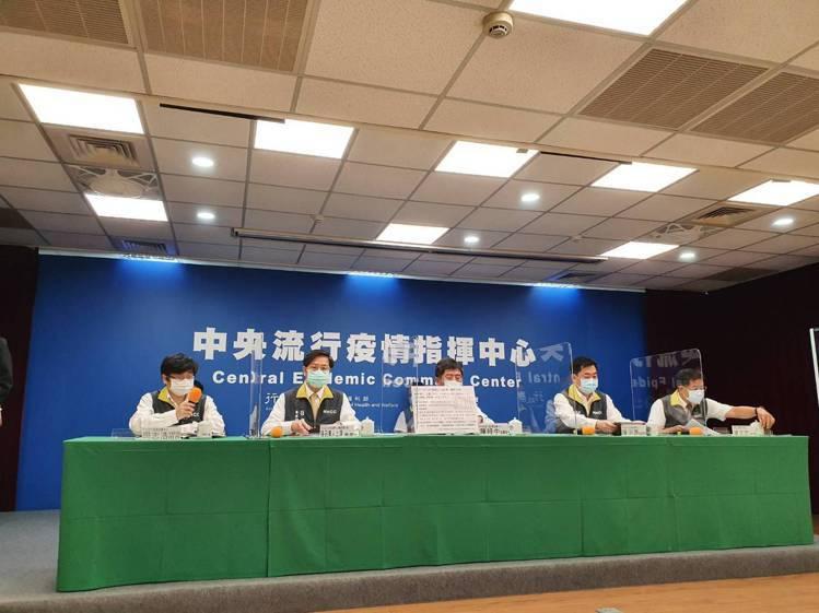 中央流行疫情指揮中心5月18日14時記者會出席名單第一排由左到右為中央流行疫情指...