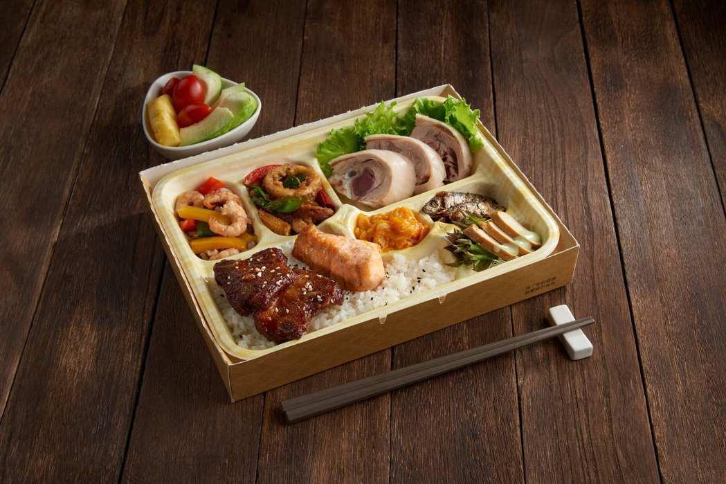 饗食天堂推出有「豪邁獨饗餐盒」。圖/饗賓餐旅提供