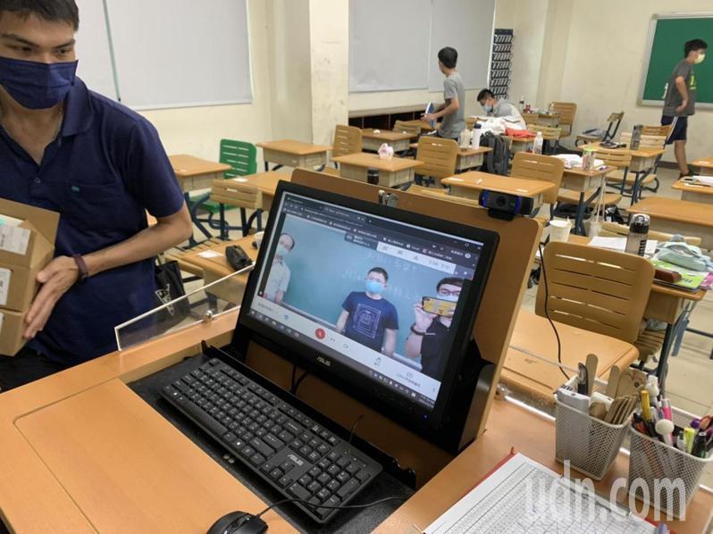 台南二中為明天線上教學做好準備,讓停課不停學。記者鄭惠仁/攝影
