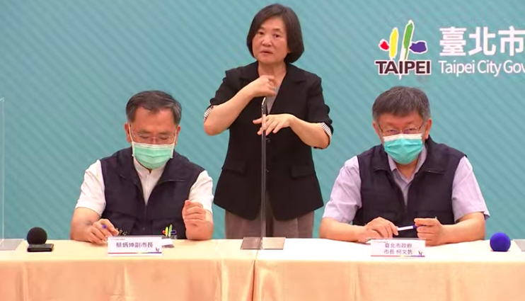 柯文哲說,現在蓋方艙醫院也來不及了,台北市很迅速徵用大型旅館作為集中檢疫,問題就解決掉了。圖/擷取自直播