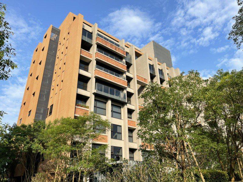 宜蘭縣疫情目前穩定控制,接下來要展開「社區防疫」,請全縣678棟有管理委員會組織的公寓大廈、約3萬5千多戶住家配合。圖/讀者提供