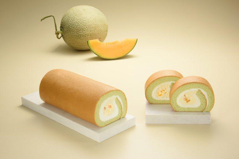 亞尼克近期新推出新鮮芒果生乳捲、嫩仙草撞奶生乳捲、Hello蜜瓜生乳捲等新品登場。圖/亞尼克提供