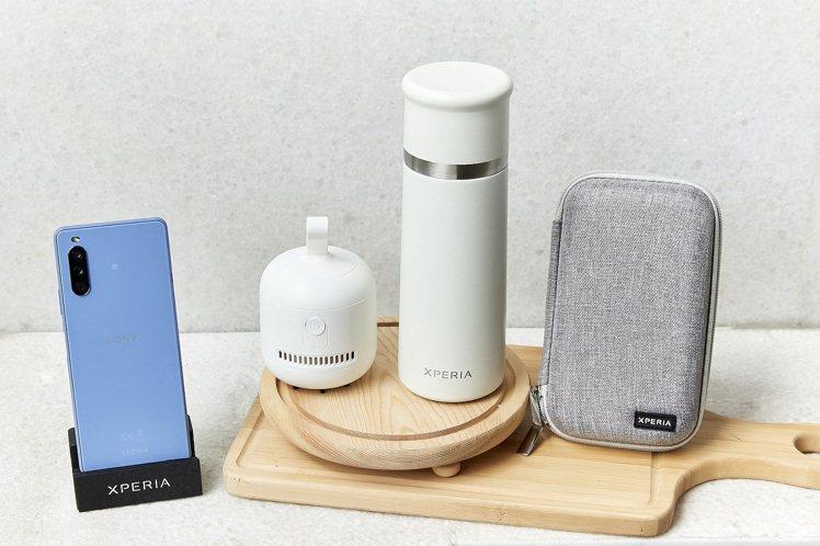 Xperia 10 III限量早鳥禮「風格選物大禮包」內含3C硬殼收納包、簡約桌...