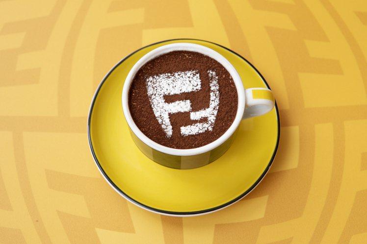 FENDI CAFFE的咖啡除了FF主題圖案的卡布奇諾之外,瓷杯裝飾了經典招牌P...