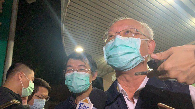 高雄市衛生局長黃志中說,市府正持續盤點醫院資源,傾向徵用整棟地區醫院,加上防疫旅...