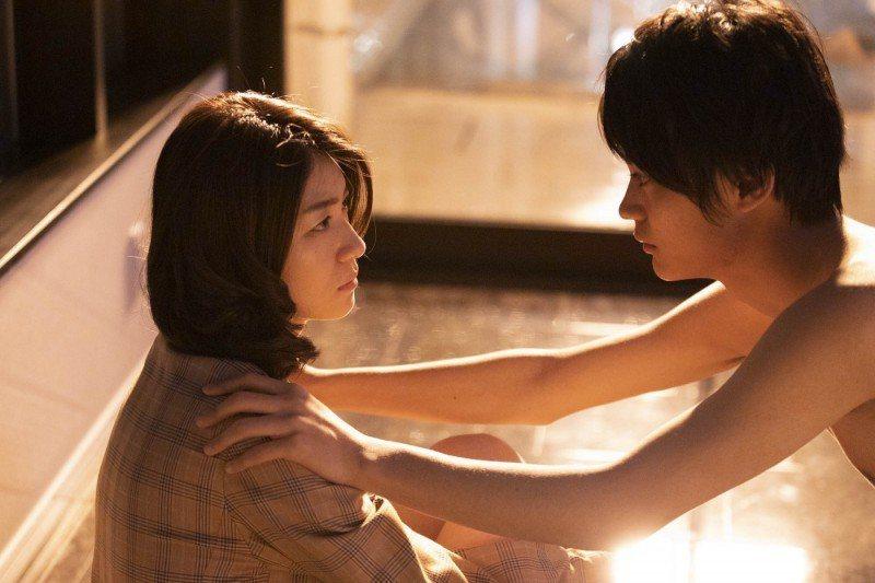 瀧內公美(左)與俊美男星神尾楓珠在「私慾帳號」有不少對手戲。圖/采昌提供
