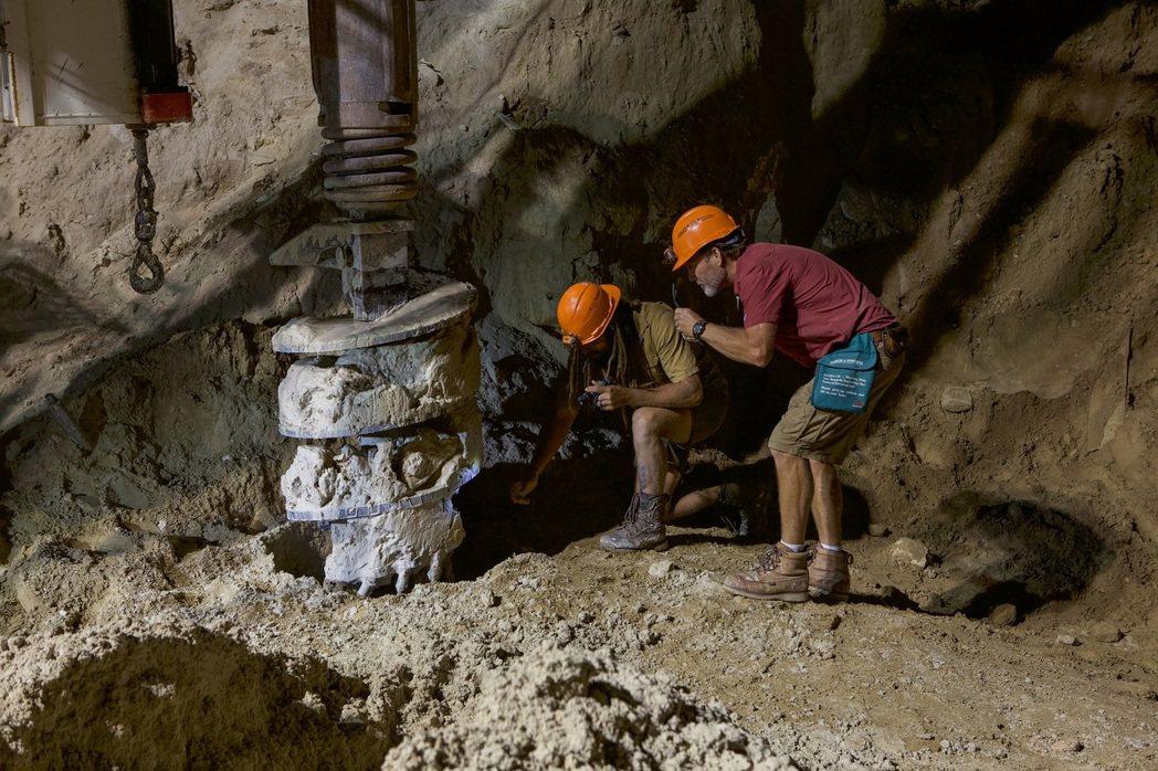 「盲蛙牧場寶礦之謎」經一群與航太總署有關的人進行掃描分析發現,在這土地底下約有一...