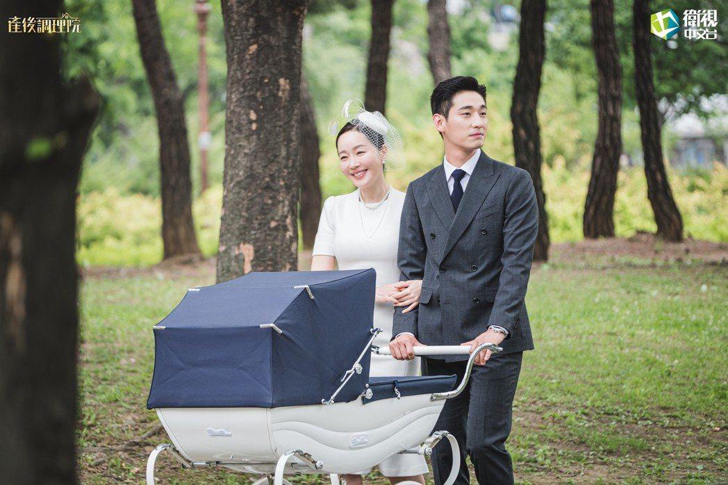 嚴志媛(左)與小10歲男星尹博在「產後調理院」中扮演夫妻。圖/衛視中文台提供
