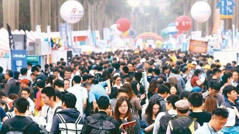 圖為之前校園就業博覽會示意圖,非新聞當事人。本報資料照片