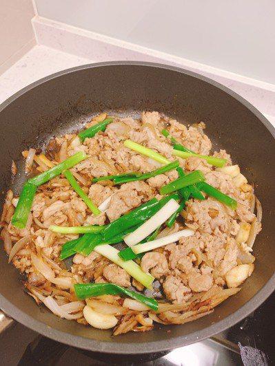 「味噌薑汁豬肉」料理。圖/劉怡里提供