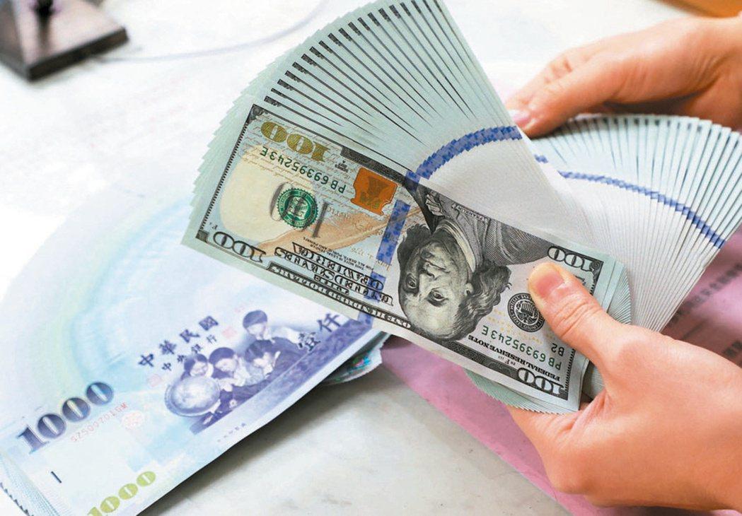 根據金管會最新統計,國銀第1季整體海外稅前盈餘126.3億元,年減二成,創近五年...