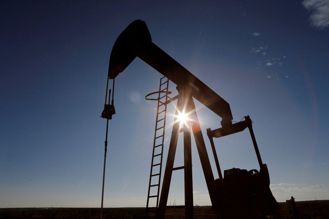 市場對原油需求復甦的樂觀預期,推升布蘭特油價18日漲破每桶70美元。  路透