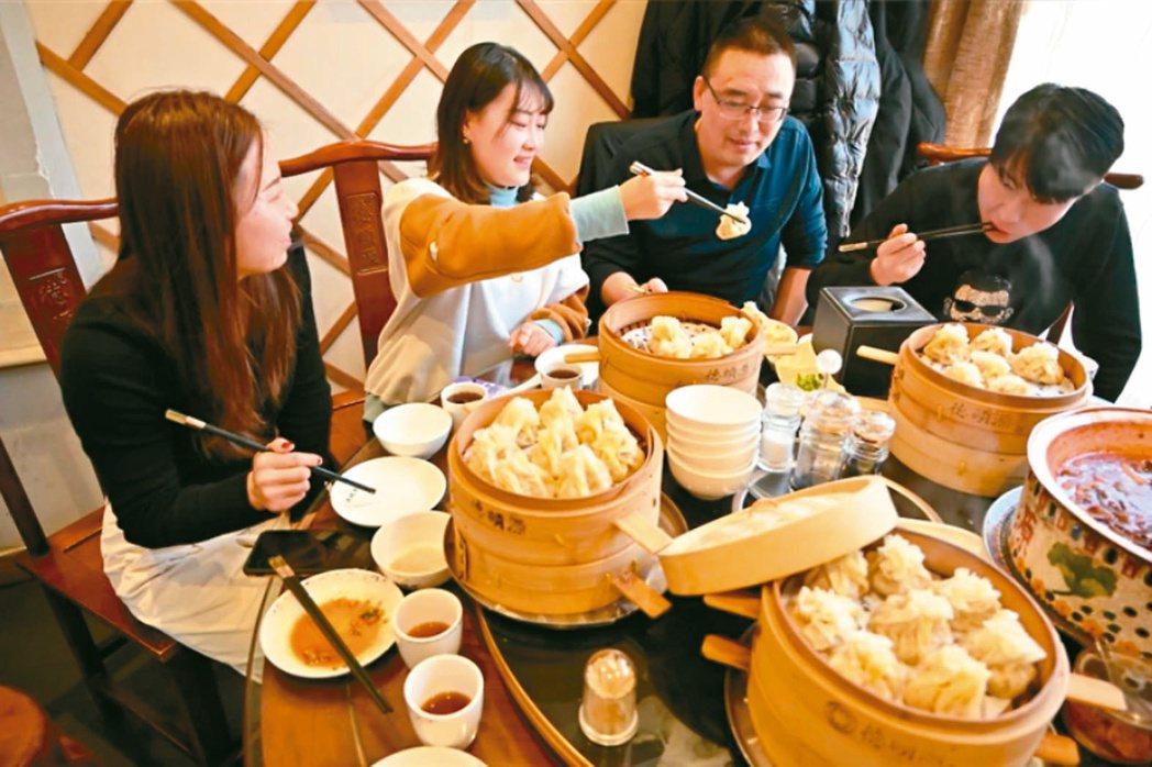 中國大陸消費市場表現搶眼,是後疫情時代的焦點。(新華社)