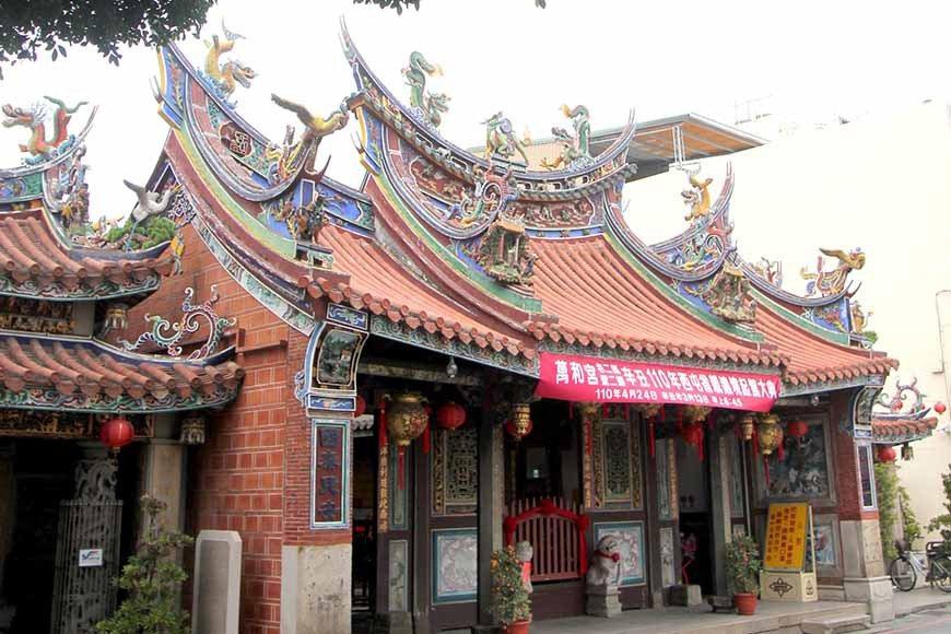 萬和宮是台中市南屯區重要的信仰中心,清朝雍正四年(1726年)創建至今已有近30...