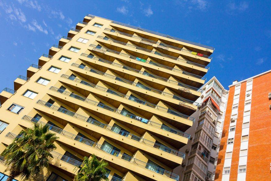 一名網友表示,自己每月房租是7000元,沒想到房東竟表示「這個月只需付1000元...