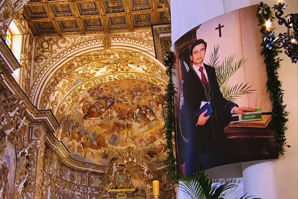 圖/梵諦岡:宣福禮現場的利瓦蒂諾相片。