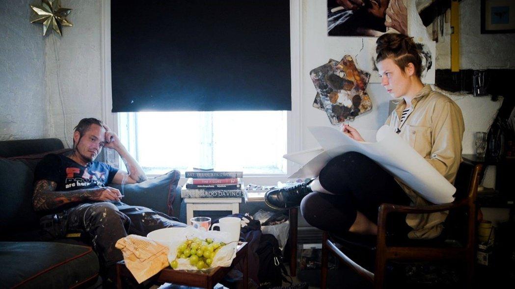 左為偷畫賊貝提爾(Bertil),右為女畫家芭博拉(Barbora)。 圖/IMDb