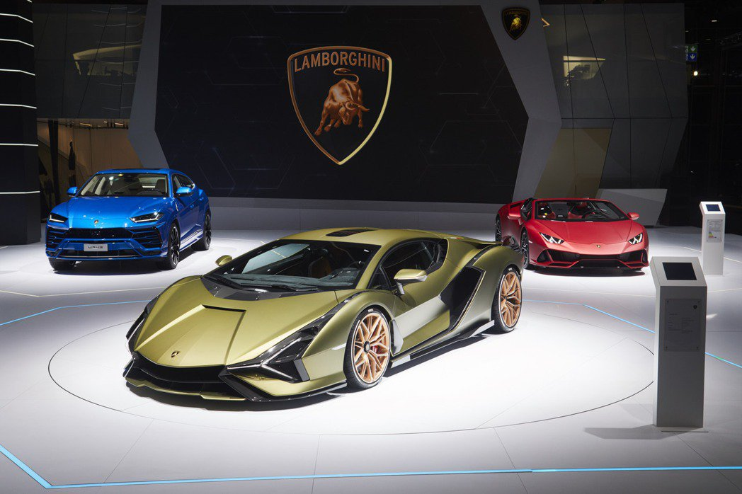 Lamborghini Sián (圖中) 是品牌第一部配置複合式動力的車款,動...