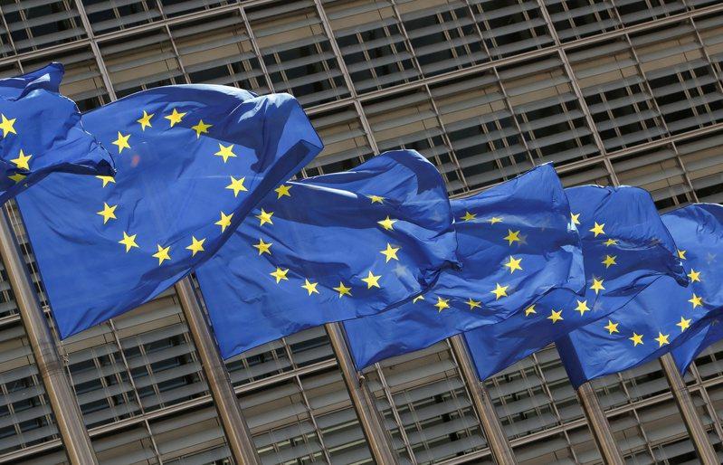 歐洲聯盟(EU)今天提出一項提升COVID-19疫苗產量的計畫,並認為,比起美國支持的豁免疫苗專利提案,這項計畫將更有效改善疫苗生產和可取得性。 路透社