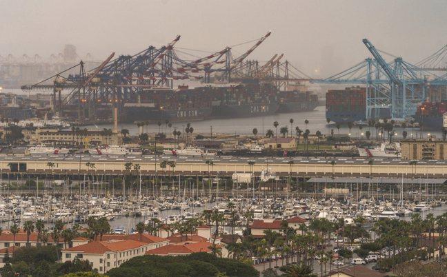 貨輪停泊美國加州洛杉磯港。美聯社