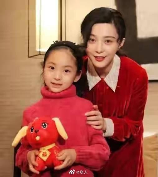 范冰冰和11歲堂妹范朵朵(左)。圖/摘自微博