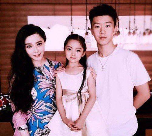 范冰冰高顏值堂妹和弟弟。圖/摘自微博
