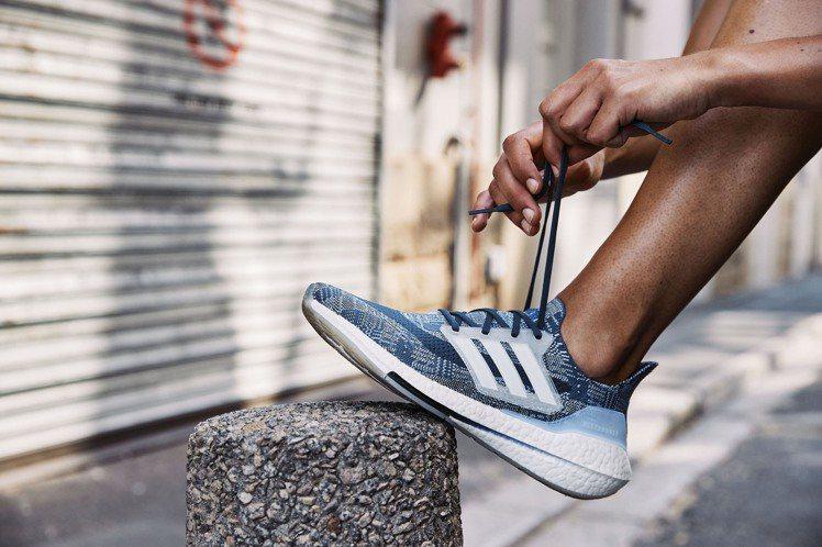 adidas Ultraboost 21 PRIMEBLUE鞋5,990元。圖/...