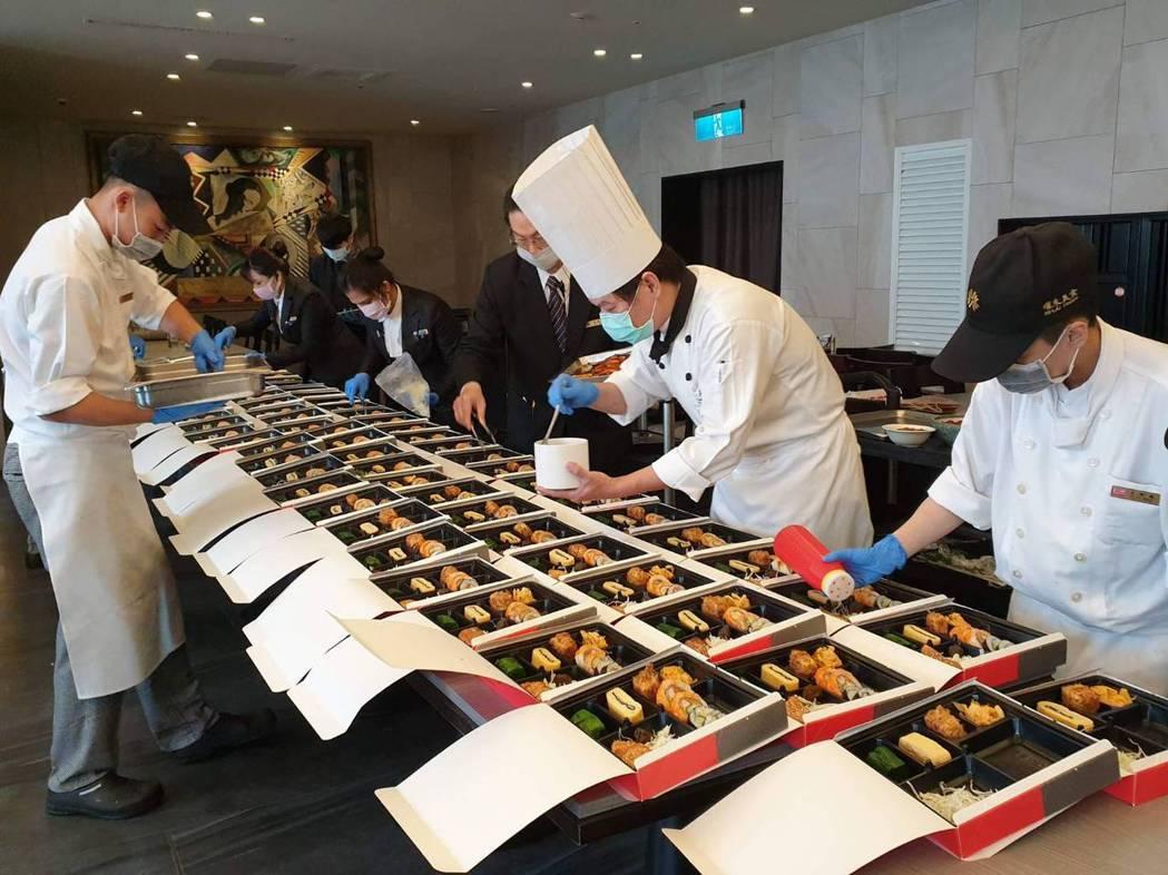 漢來海港自助餐廳配合政府防疫政策,即日起暫停內用,改推外帶便當。(照片提供:漢來...