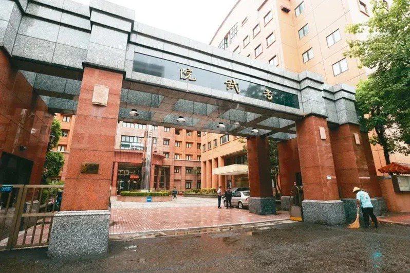 考選部宣布延後兩項國家考試,圖為考試院大門。本報資料照片