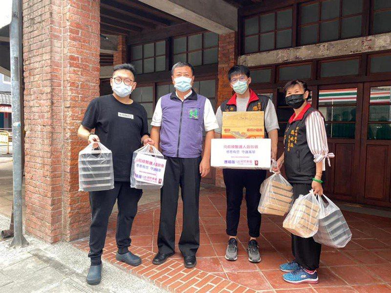 在台北市議員應曉薇協調下,在地商家昨天共送出200份便當。圖/取自臉書專頁「應曉薇祝您幸福」
