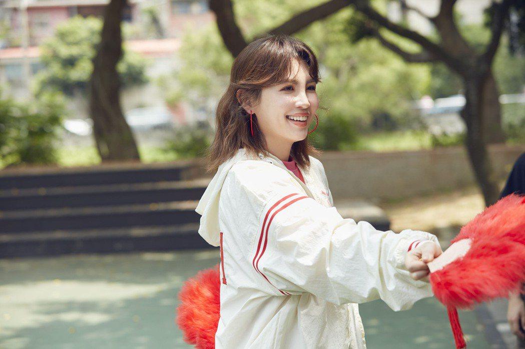魏如萱在「奶奶」MV中飾演土風舞老師。圖/好多音樂提供