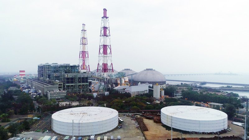 台灣社會創新永續發展協會今(16)日發布「2021再生能源風電國家隊調查」,結果顯示有六成五民眾擔心台灣未來有缺電危機。 聯合報系資料照