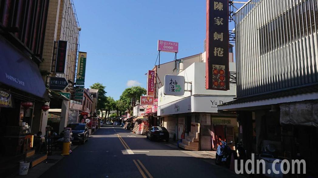 台南市安平老街幾乎沒遊客,攤商叫苦。記者鄭惠仁/攝影