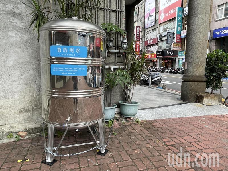 限水期間,新竹市政府規畫135個鄰里供水站。報系資料照/記者張裕珍攝影