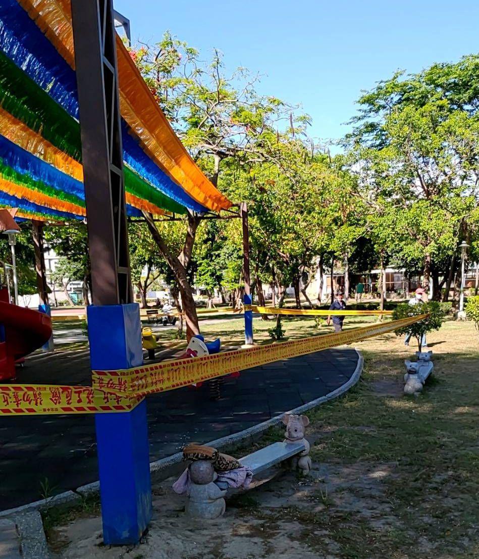 台南市337處大小公園遊樂設施場域即日起拉封鎖線,禁止民眾及孩童進入。圖/台南市...