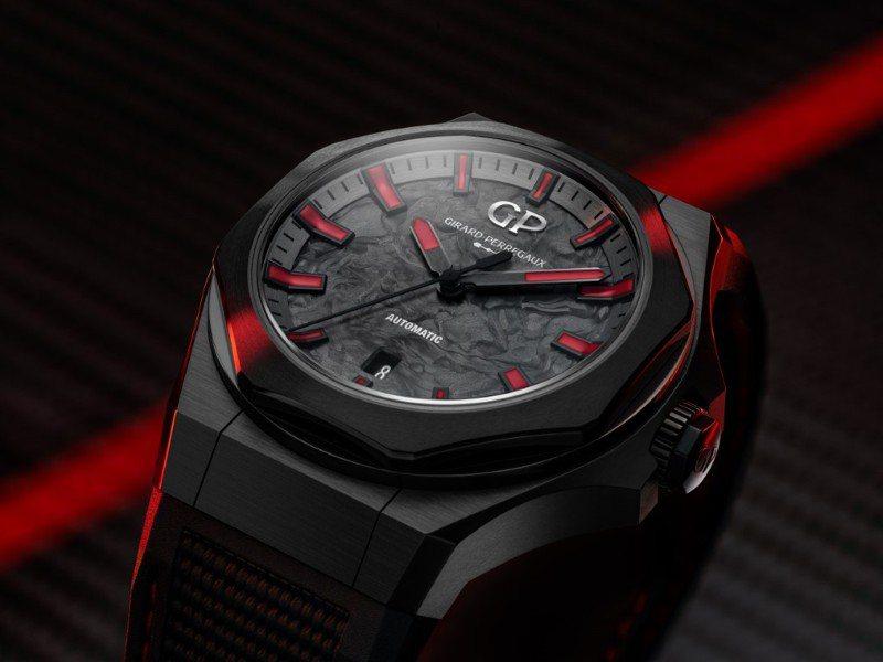 混合鍛造碳表面、五級鈦金屬PVD表殼,讓腕表的視覺剛烈而硬派。圖 / 芝柏表提供。