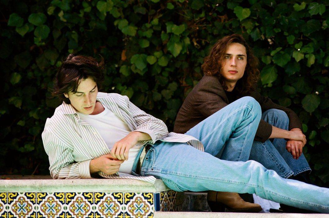 馬爾康麥雷(右)是出了名的音樂才子,他與安雅的結合被認為是郎才女貌。圖/摘自推特