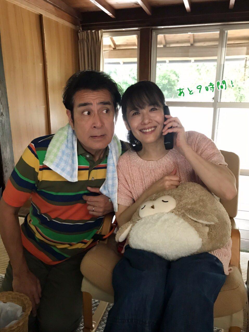 宇梶剛士(左)、富田靖子(右)在「月薪嬌妻」飾演新垣結衣的父母,宇梶剛士更激動表...
