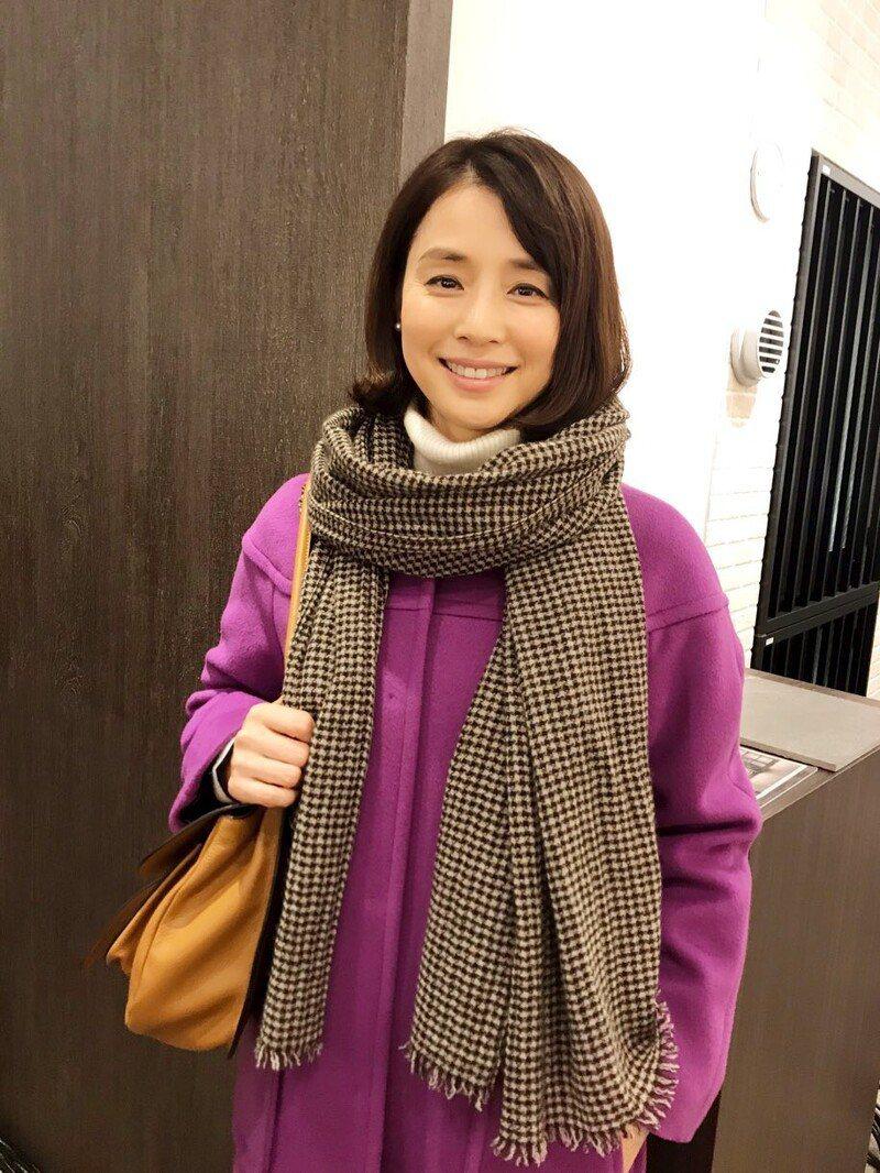 石田百合子在「月薪嬌妻」演出新垣結衣的小阿姨,她開心在IG直呼「都快流鼻血了」。...
