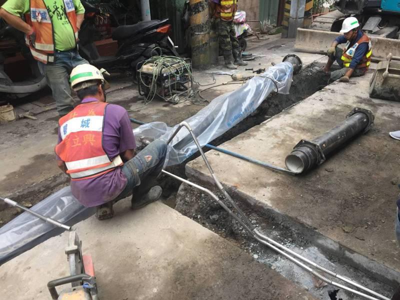 北水處汰換老舊管線,減少漏水率。圖/北水處提供