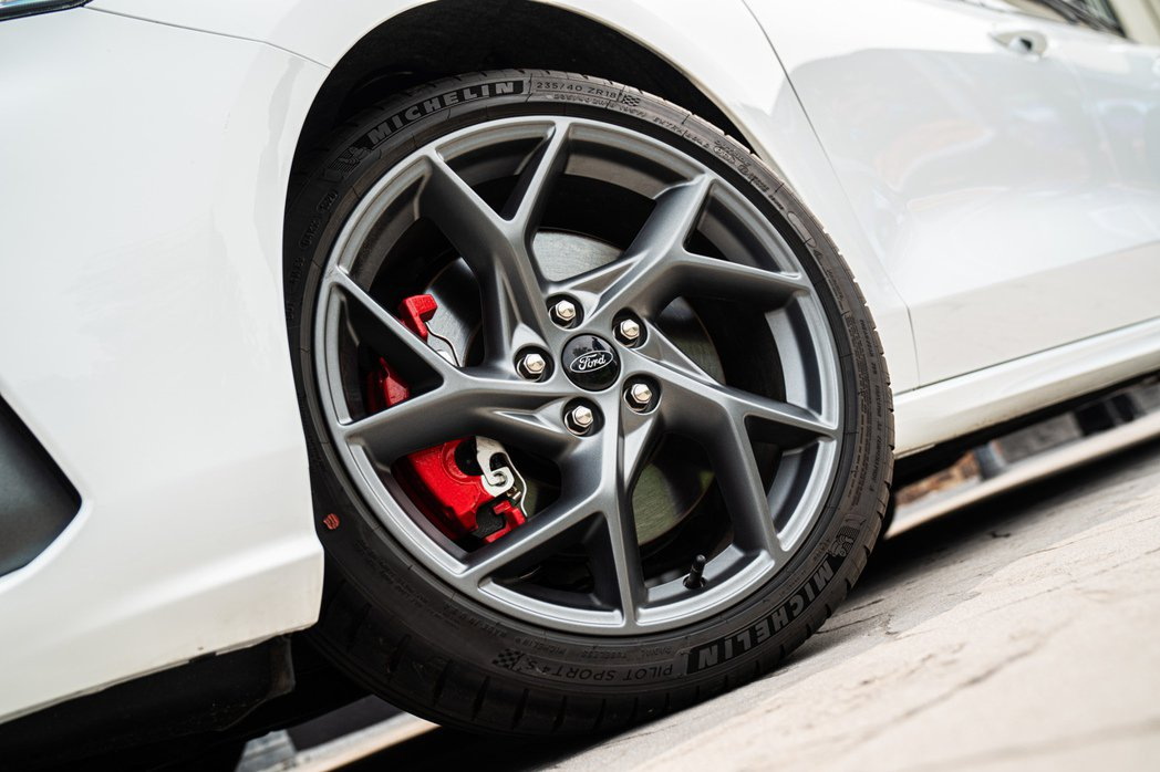 Focus ST Wagon – SLS Edition配置Michelin P...