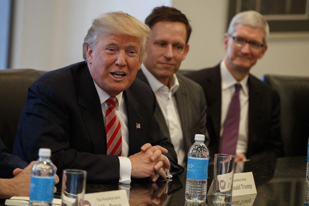川普贏得2016年美國總統大選之後,彼得.提爾曾經為川普邀請矽谷各家巨頭促進「和諧」關係。攝於2016年。 圖/美聯社