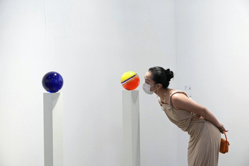香港巴塞爾藝術展(Art Basel Hong Kong)即日起至5月23日以線...
