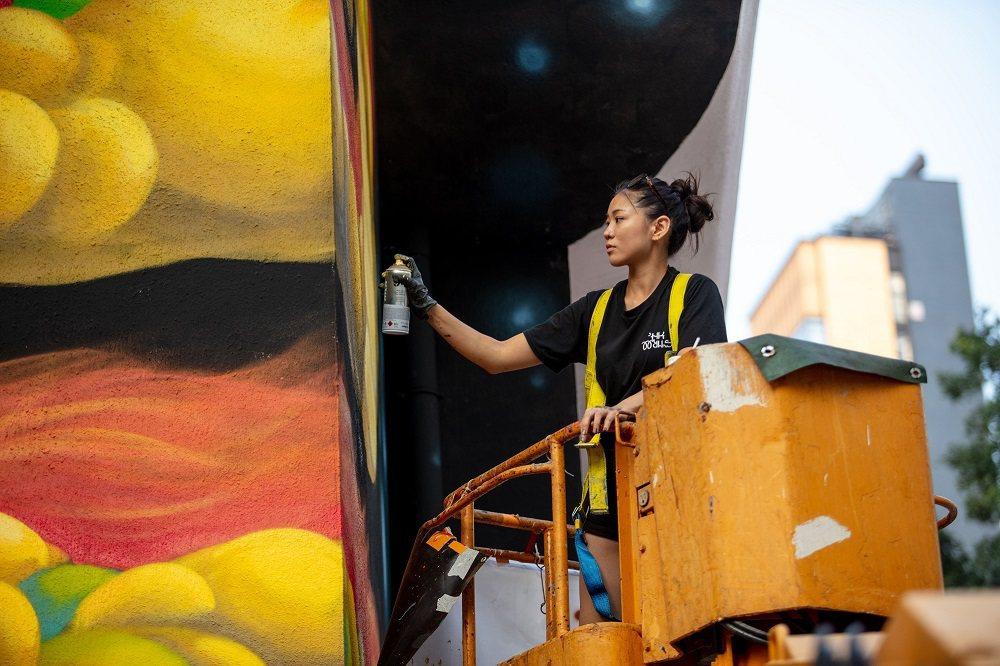 HKwalls致力將壁畫藝術與社區連結,今年選定西貢做為創作場域。 圖/HKwa...