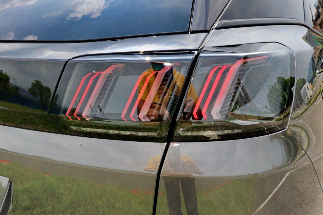 獅爪印象LED尾燈的光條設計較過去更為立體銳利。 記者陳威任/攝影
