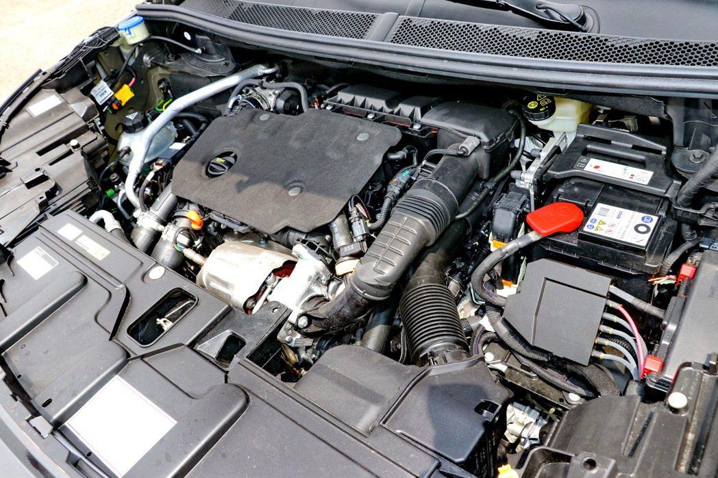 本次試駕車款搭載的1.5L BlueHDi高壓共軌渦輪增壓柴油引擎。 記者陳威任...